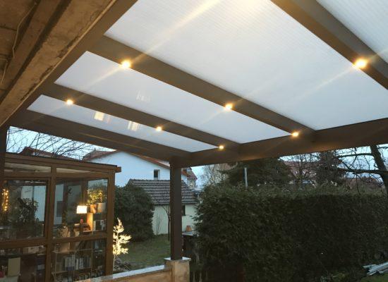 Terrassendach mit LED-Spots