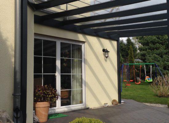 Individuelle Lösungen und Maßanfertigungen. Wir planen, entwerfen & produzieren unsere Terrassendächer selbst.