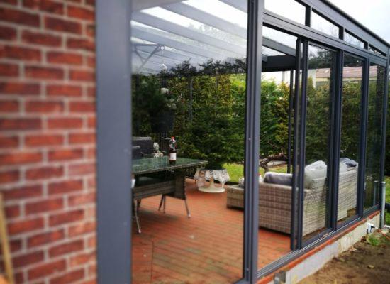 OLE-fix Terrassendach aus Klarglas und Aluminium, maßgefertigt aus eigener Produktion