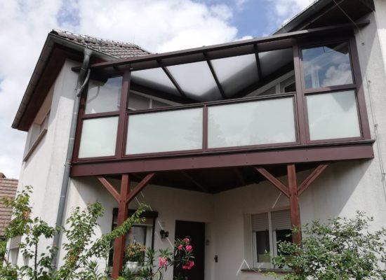 Glasgeländer an Holz-ALU-Balkon