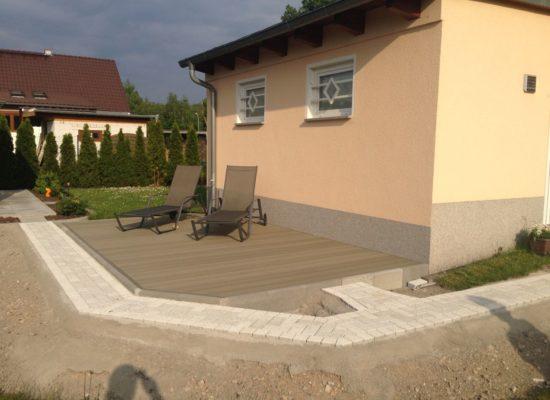WPC-Terrasse mit Gehweg in Forst