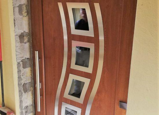 Haustür im modernden Design
