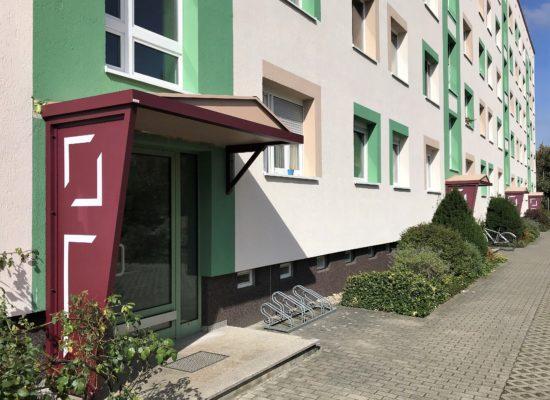 Vordach mit Seitenteil und Seitenabstützung, Priveg Cottbus