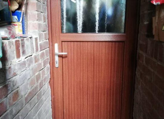 Neue Kellertür bei der Sanierung - immer mit OLE-fix