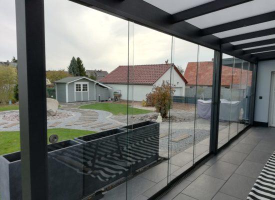 Glas-Oase mit Rahmenlosen Schiebe-Anlagen