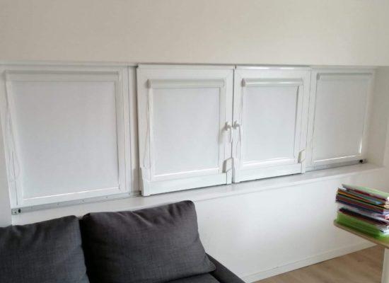 Hochwertige Innenrollos für Schiebefenster in weiß, blickdicht und verdunkelnd.
