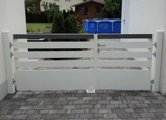 Zweiflügeliges Tor für die Einfahrt