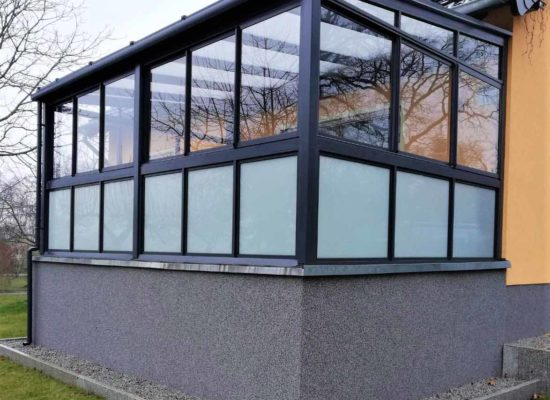 Terrassendach mit Glasgeländer und Schiebeelenten