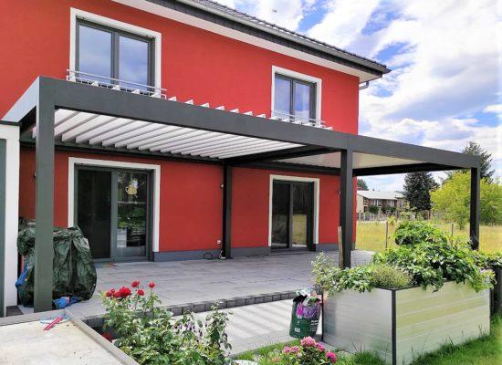 Die Entwässerung ist bei unseren Lamellendächern unsichtbar in die Konstruktion integriert.