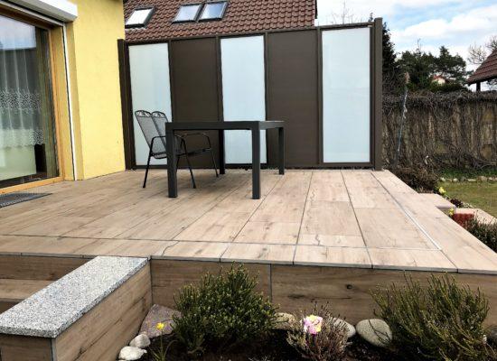 Terrasse mit Sichtschutzwand