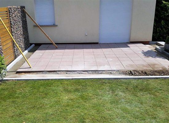 Vorbereitung des Terrassenbaus mit Streifenfundamenten