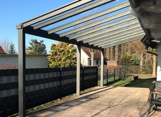 Terrassendach mit Auf-Dach-Montage