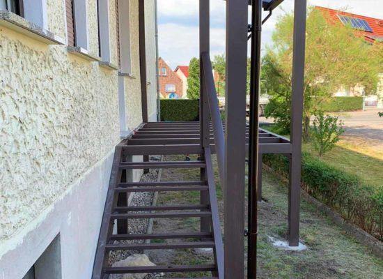 ALU-Balkon mit Treppe und Dach