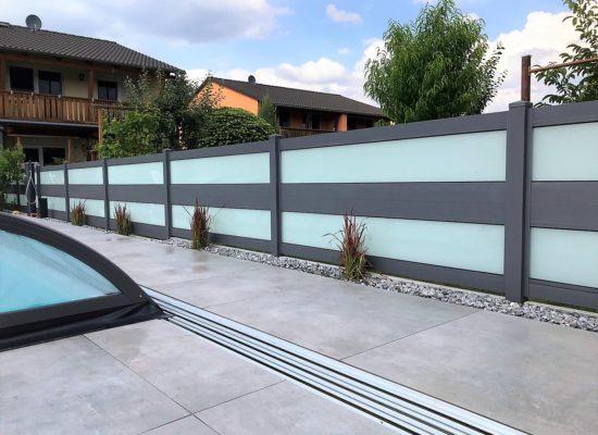 Moderner ALU-Glas-Zaun als Poolabtrennung