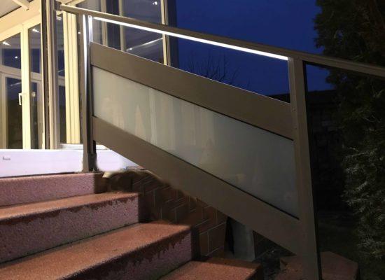 ALU Treppengeländer mit Glas-Element & LED-Beleuchtung