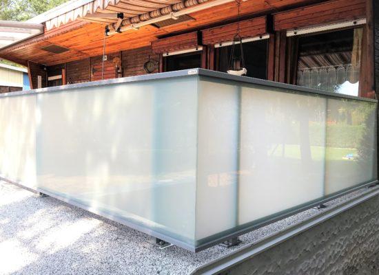 rahmenloses Glasgeländer ohne Kanten u Stege, Spremberg