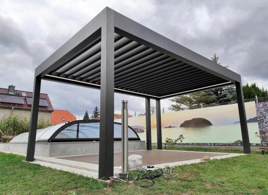 freistehendes Lamellendach neben Pool für Loungebereich, modern - zeitlos - schick