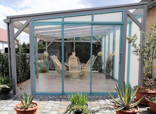 Glas-Schiebewand in Kontrastfarbe nachgerüstet