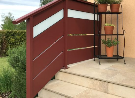 Treppengeländer ALU pulverbeschichtet und Opalglas