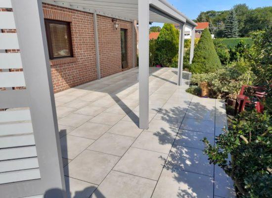 Fliesen auf Terrasse mit wasserdurchlässigen Fugen