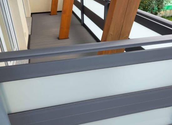 ALU-Balkon mit Handlauf und Opalglas, maßgefertigt, modern, grau