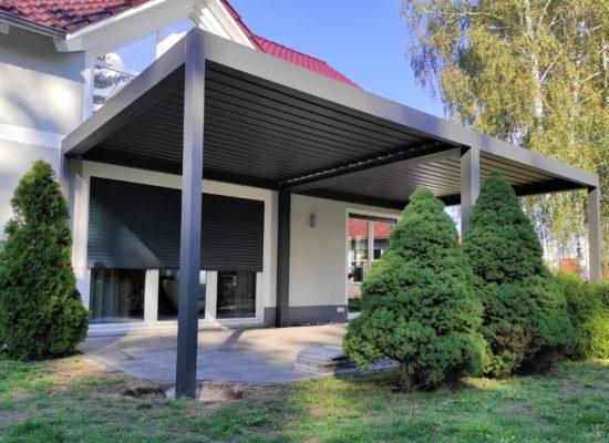 Alu-Lamellendach auf Terrasse in Hoyerswerda, Bischofswerda, Farbe Grau