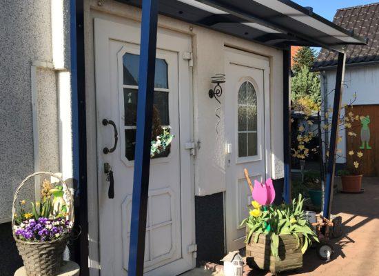 Vordach mit Seitenteile maßgefertigt, Blau, schräg, Lauchhammer