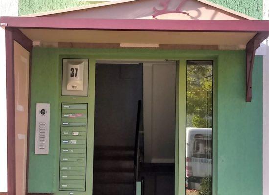 ALU-Vordach an Mehrfamilienhaus, Wohnungsbaugesellschaft Cottbus