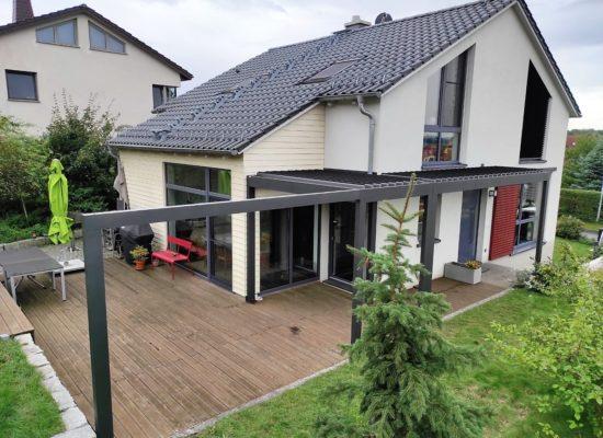 Qube Lamellendach Kombi, Dresden, Um-Eck-Lösung, Eingang Terrasse