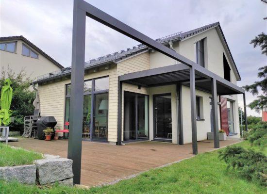 Lamellendach preiswert günstig schnell mit ALU-Sonderkonstruktion für Windschutz