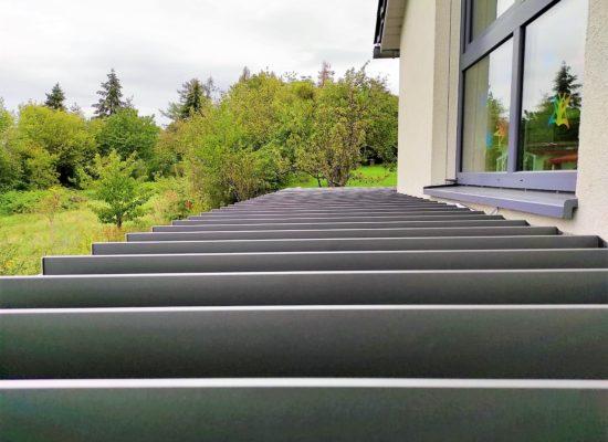 geöffnete Lamellen, lichtdurchlässiges Dach, Aufbau Sonderbau Dresden - Sachsen
