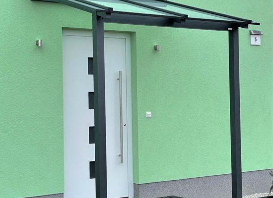 Hauseingang Vordach, Alu pulverbeschichtet & Sicherheitsglas mit Kantenschliff