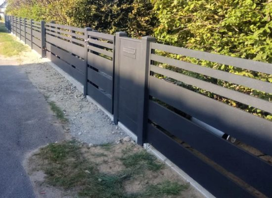 ALU-Zaun mit elektrischem Tor, Tür mit Briefkastensäule, Neu Zauche - Spreewald