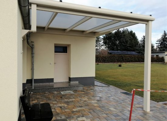Terrassendach mit Wandpfosten zur Garagenwand, Sonderkonstruktion, Drebkau-Großräschen