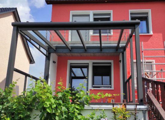 Glasdach auf Hochterrasse mit seitlichem Geländer, Riesa - Dresden, Sachsen
