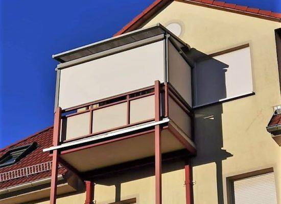 Sonnen-Pergola als Balkonverkleidung