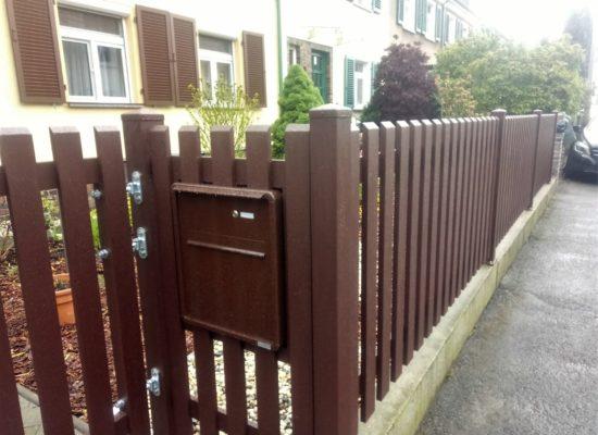 ALU-Zaun mit Tor, Tür, eingebauter Briefkasten in Radebeul/ Dresden/ Sachsen