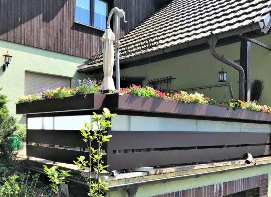 ALU-Glas-Geländer mit maßgefertigten Blumenkästen (Glas und Aluminium) Brandenburg, Sachsen & Berlin